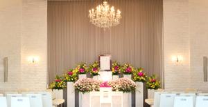 葬儀を行う場所を目で見て確認できる 相談を式場で行えば、相談を兼ねて見学もできます。大切なご家族と最後に過ごす場所です。ぜひ事前に見学してお確かめください。